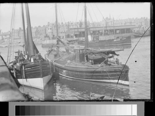 45 boats in harbour broken plate